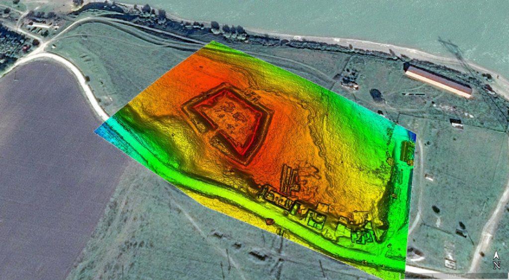 Noviodunum - arealul fortificațiilor DTM, suprapus pe imagine satelitară (Google Earth)